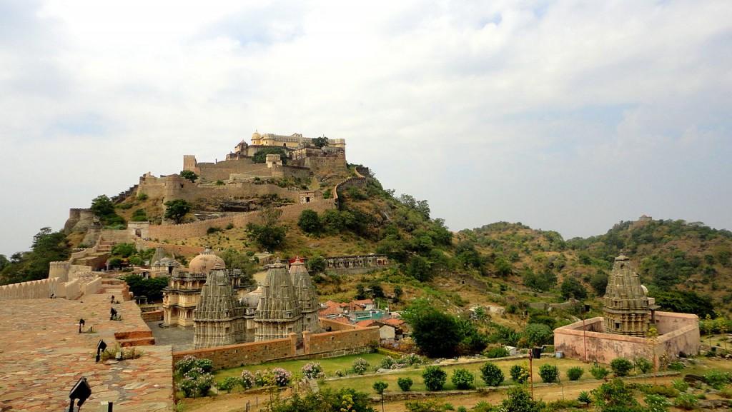 1280px-Kumbhalgarh_fort