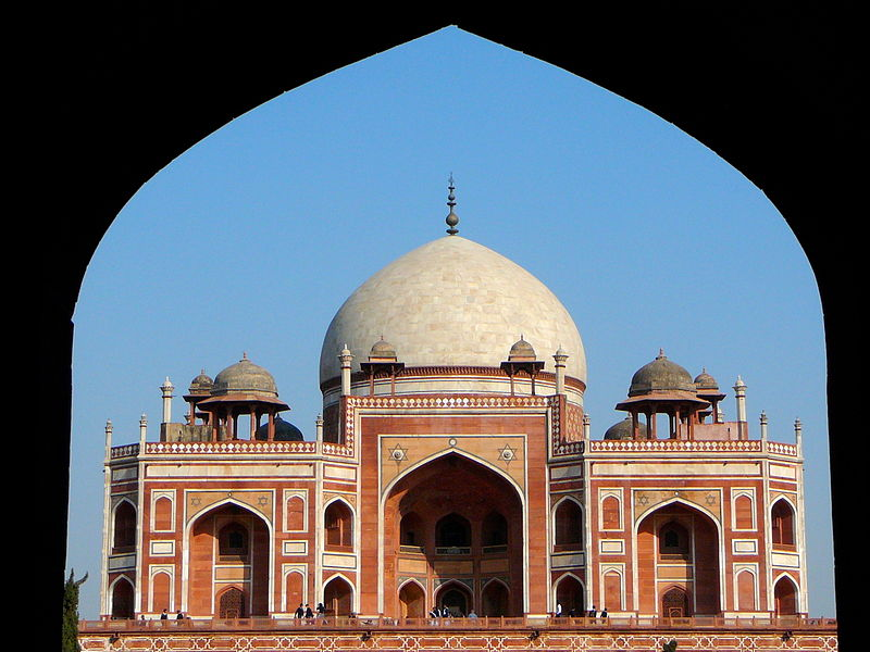 Humayun's_Tomb_from_the_entrance,_Delhi